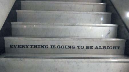 階段 写真 テキストで Everything is going to be alrightとある