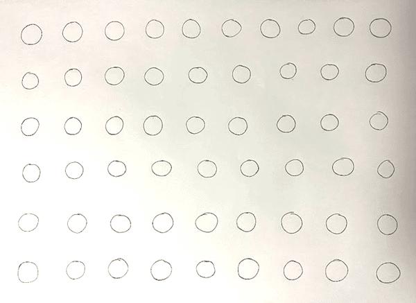 正円がA4の紙面上に等間隔に並んでいる