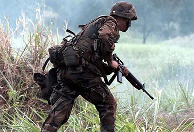 軍人は凍結から即座に闘争状態になる訓練を行っている