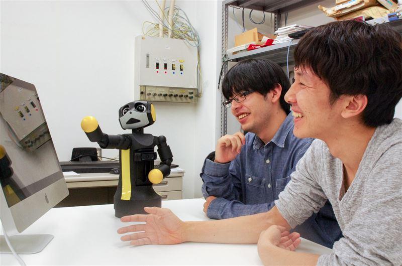 人の行動を真似するロボット